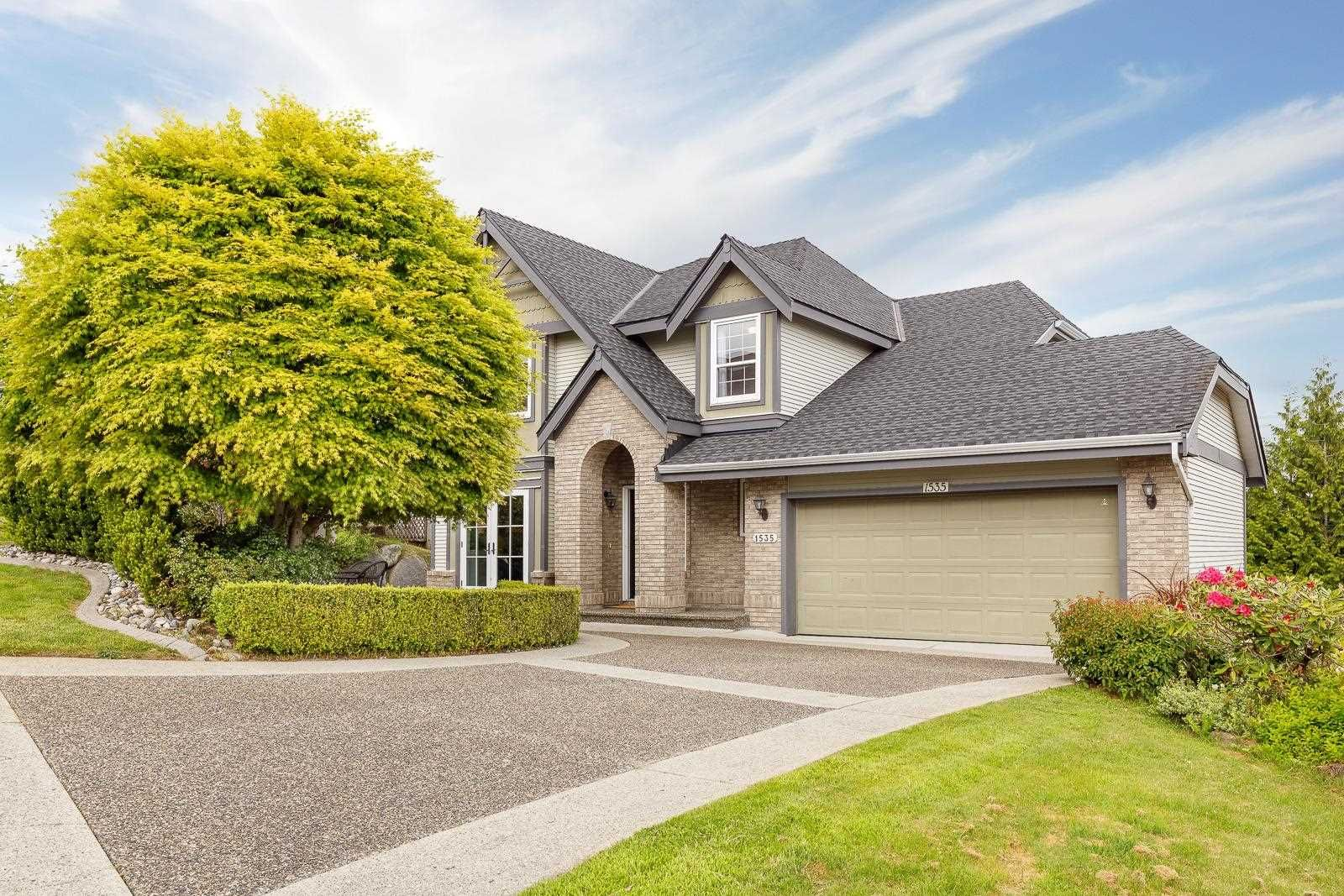 Main Photo: 1535 EAGLE MOUNTAIN Drive in Coquitlam: Westwood Plateau House for sale : MLS®# R2601785