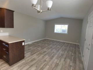 """Photo 9: 22 24330 FRASER Highway in Langley: Otter District Manufactured Home for sale in """"Langley Grove Estates"""" : MLS®# R2390196"""