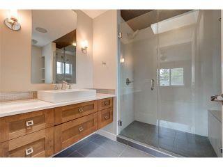 Photo 12: 2 1927 36 Street SW in Calgary: Killarney_Glengarry House for sale : MLS®# C4016825