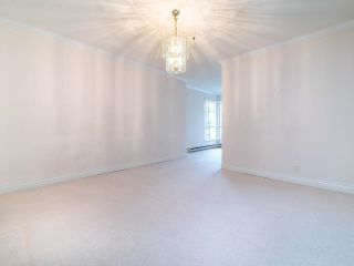 """Photo 13: 305 3766 W 7TH Avenue in Vancouver: Point Grey Condo for sale in """"THE CUMBERLAND"""" (Vancouver West)  : MLS®# R2583728"""