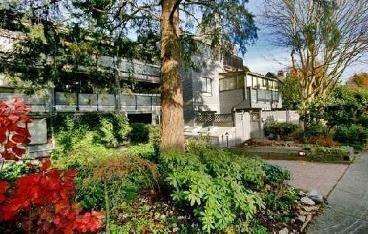 "Main Photo: 204 2125 YORK Avenue in Vancouver: Kitsilano Condo for sale in ""YORK GARDENS"" (Vancouver West)  : MLS®# R2225748"