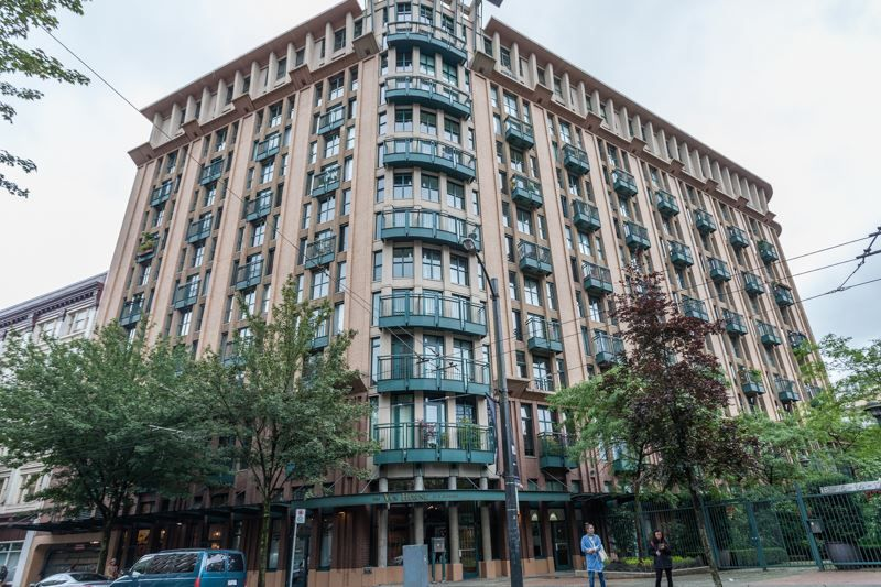 "Main Photo: 301 22 E CORDOVA Street in Vancouver: Downtown VE Condo for sale in ""THE VAN HORNE"" (Vancouver East)  : MLS®# R2085018"