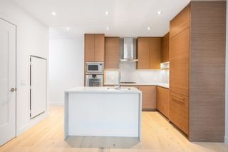 """Photo 3: 101 5693 ELIZABETH Street in Vancouver: Cambie Condo for sale in """"THE PARKER"""" (Vancouver West)  : MLS®# R2548104"""