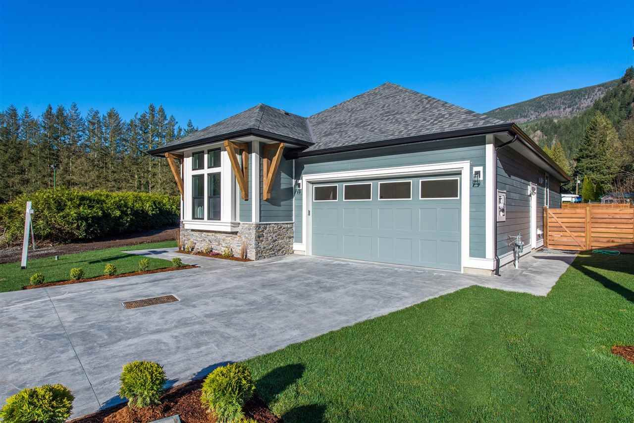 """Main Photo: 66 1885 COLUMBIA VALLEY Road in Cultus Lake: Lindell Beach House for sale in """"Aquadel Crossing"""" : MLS®# R2409157"""