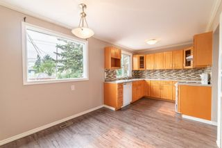 Photo 5: 3224 Dover Crescent SE in Calgary: Dover Semi Detached for sale : MLS®# A1138745