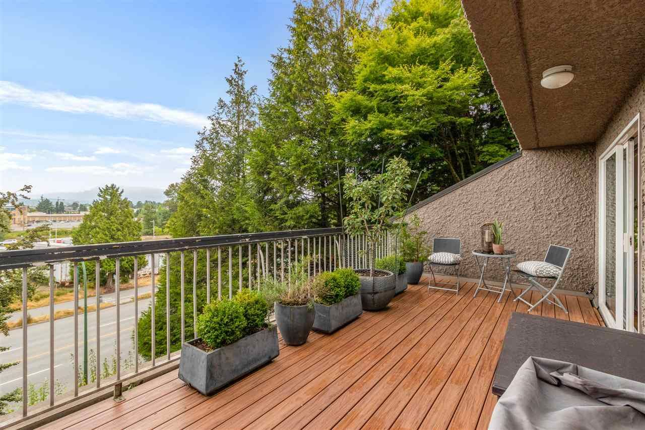 """Main Photo: 512 774 GREAT NORTHERN Way in Vancouver: Mount Pleasant VE Condo for sale in """"Pacific Terraces"""" (Vancouver East)  : MLS®# R2567832"""