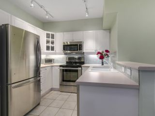"""Photo 10: 301 2755 MAPLE Street in Vancouver: Kitsilano Condo for sale in """"THE DAVENPORT"""" (Vancouver West)  : MLS®# R2122011"""