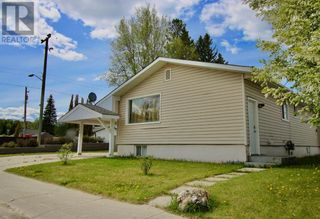 Photo 1: 102 Thompson Place in Hinton: House for sale : MLS®# A1047125