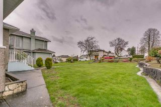 Photo 2: 3005 E 4TH Avenue in Vancouver: Renfrew VE House for sale (Vancouver East)  : MLS®# R2250924