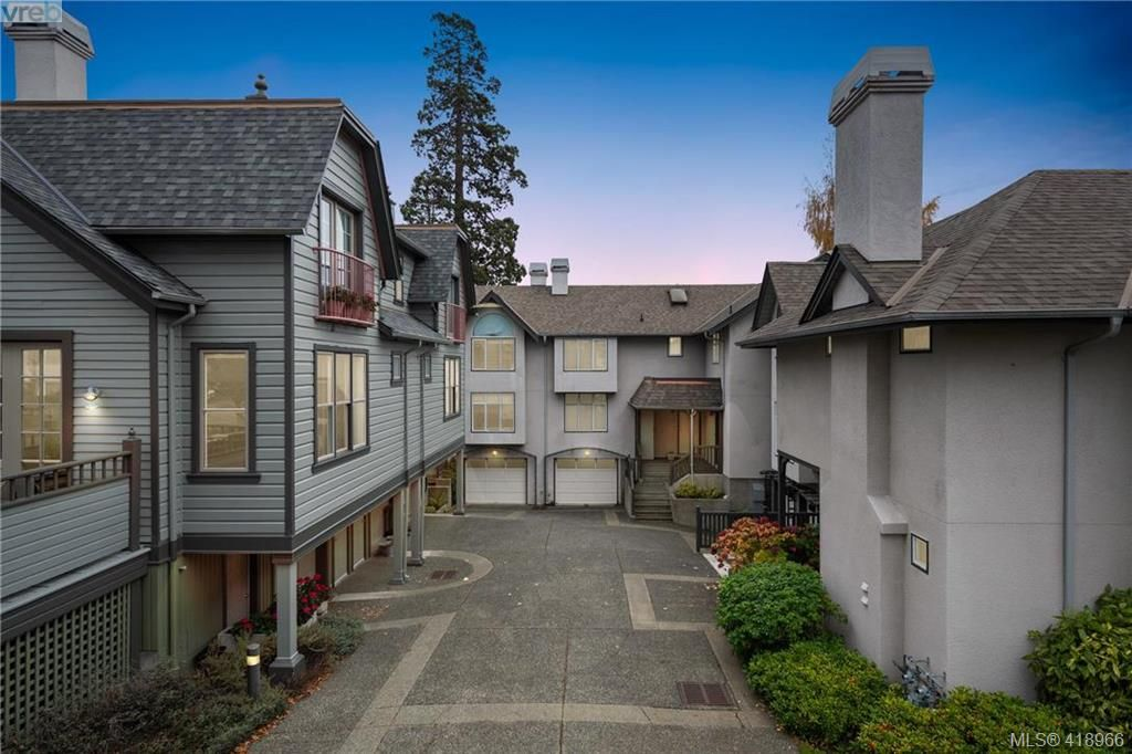 Main Photo: 657 Cornwall St in VICTORIA: Vi Fairfield West Row/Townhouse for sale (Victoria)  : MLS®# 829241