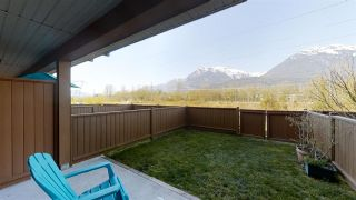 """Photo 1: 39 40653 TANTALUS Road in Squamish: Tantalus Townhouse for sale in """"TANTALUS CROSSING"""" : MLS®# R2446909"""