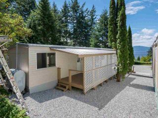 """Photo 3: 7 12248 SUNSHINE COAST Highway in Madeira Park: Pender Harbour Egmont Manufactured Home for sale in """"SEVEN ISLES"""" (Sunshine Coast)  : MLS®# R2604086"""