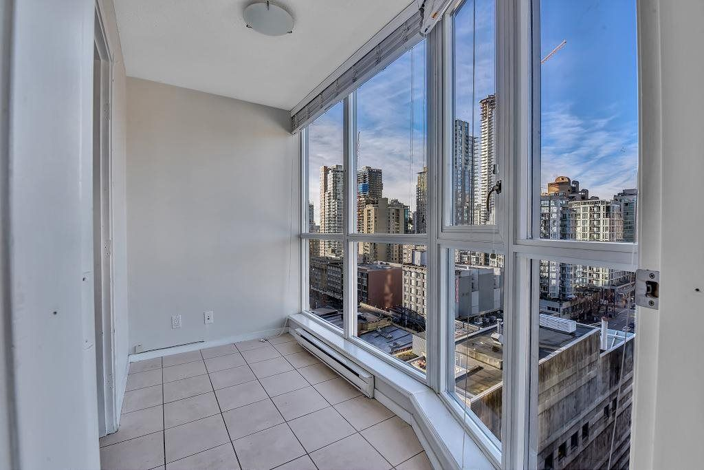 """Main Photo: 1502 1199 SEYMOUR Street in Vancouver: Downtown VW Condo for sale in """"BRAVA"""" (Vancouver West)  : MLS®# R2534409"""
