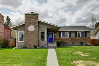Photo 1: 131 Parkview Way SE in Calgary: Parkland Detached for sale : MLS®# A1106267
