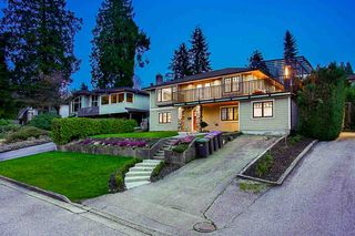 Photo 2: 3325 VIEWMOUNT Drive in Port Moody: Port Moody Centre House for sale : MLS®# R2257161