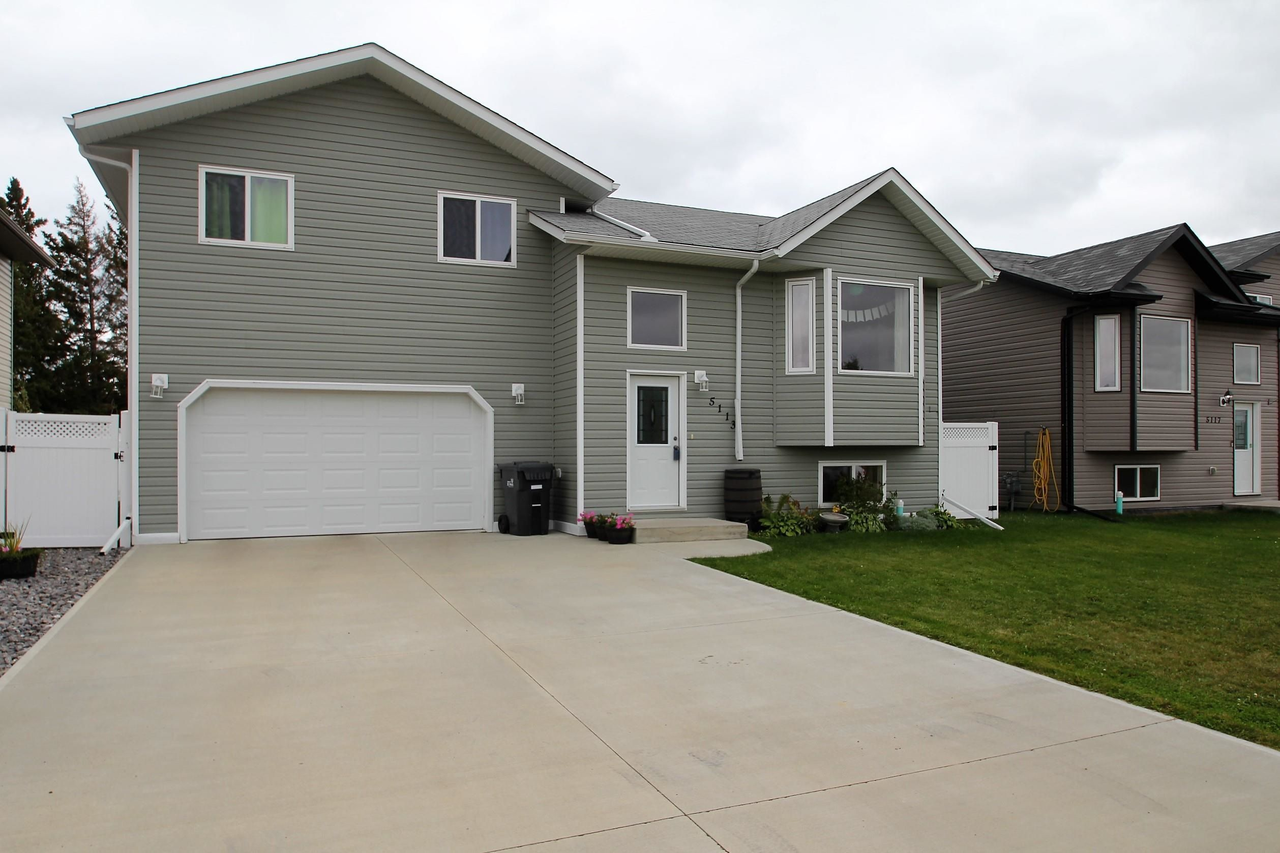 Main Photo: 5113 56 Ave: St. Paul Town House for sale : MLS®# E4263067