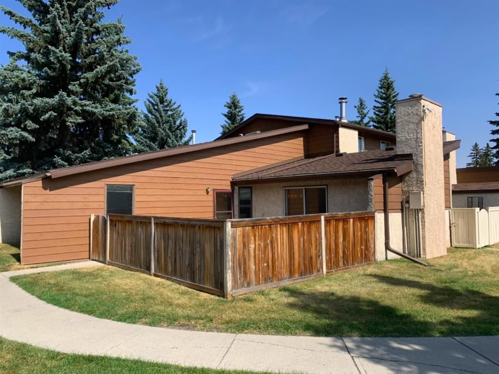 Main Photo: 326 5404 10 Avenue SE in Calgary: Penbrooke Meadows Row/Townhouse for sale : MLS®# A1030950