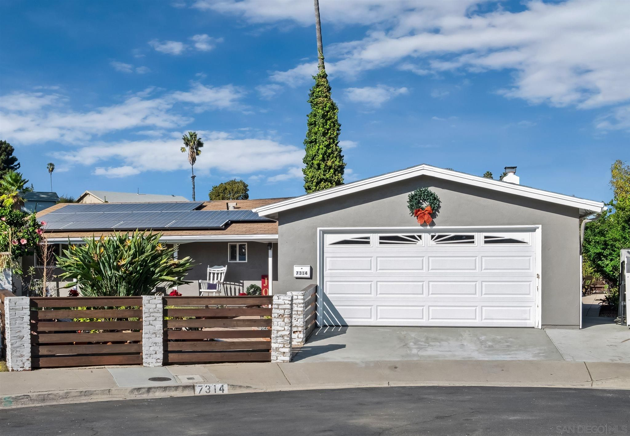 Main Photo: House for sale : 4 bedrooms : 7314 Linbrook in San Diego