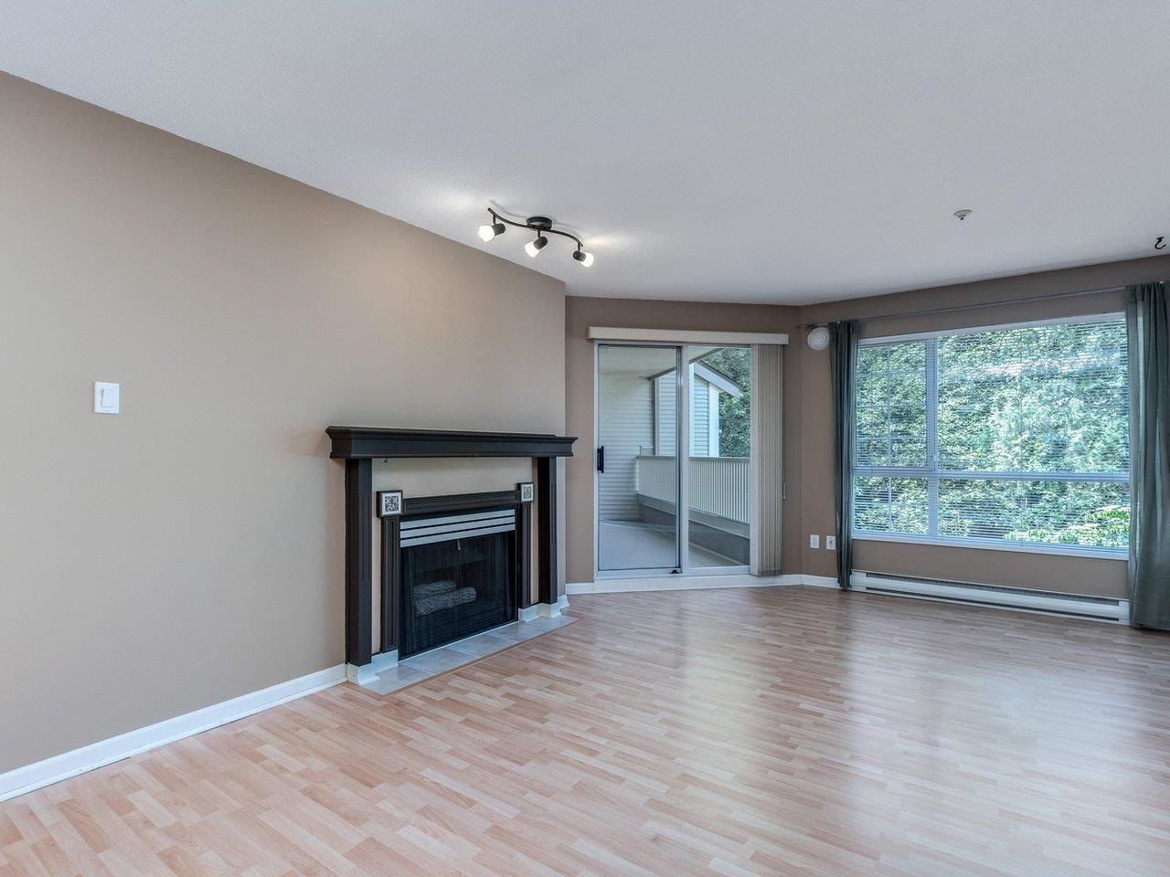 """Photo 7: Photos: 320 1252 TOWN CENTRE Boulevard in Coquitlam: Canyon Springs Condo for sale in """"The Kennedy"""" : MLS®# R2595291"""