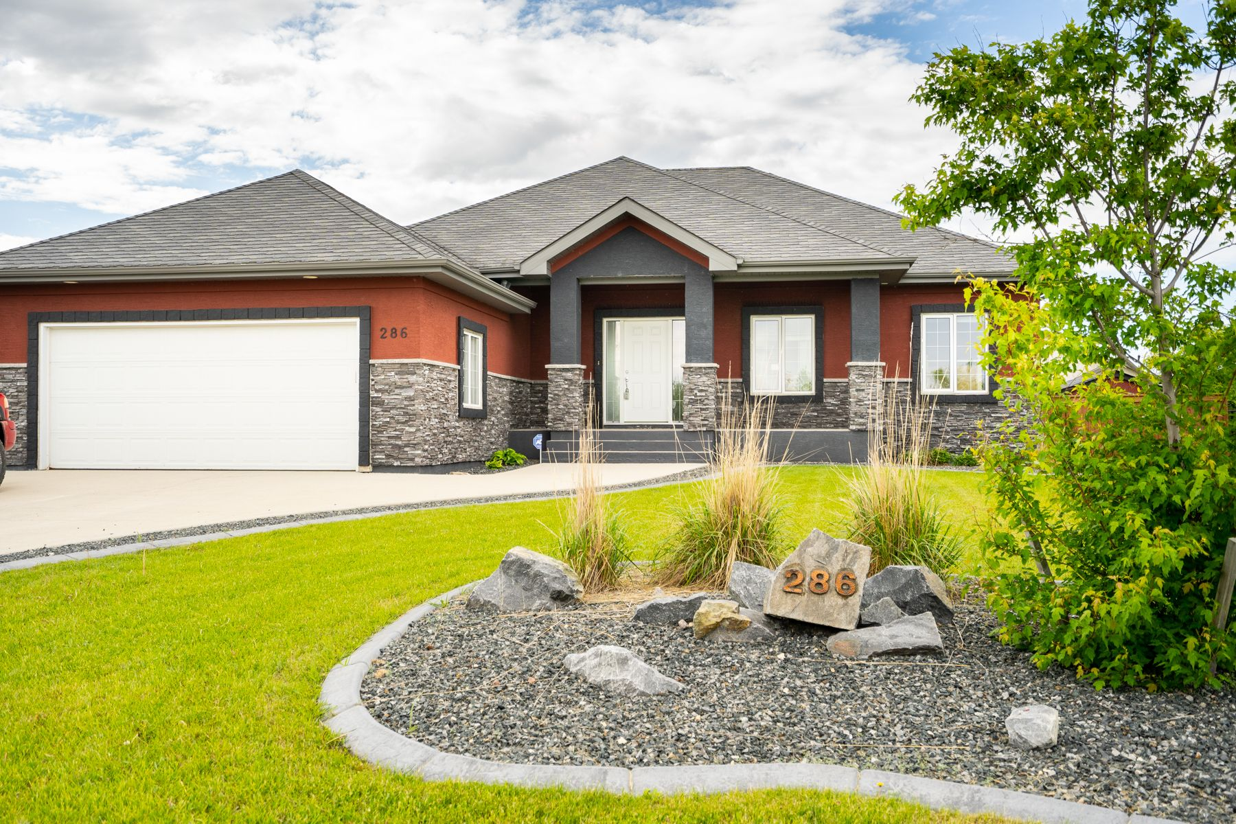Main Photo: : Single Family Detached for sale