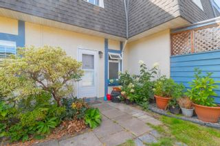 Photo 3: 934 Market St in : Vi Hillside Row/Townhouse for sale (Victoria)  : MLS®# 883340