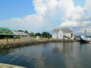 Photo 3: 50 Caladh Avenue in Pictou: 108-Rural Pictou County Commercial  (Northern Region)  : MLS®# 202100934
