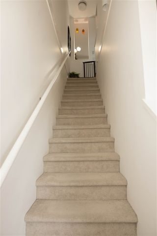 """Photo 7: 34 17555 57A Avenue in Surrey: Cloverdale BC Townhouse for sale in """"Hawthorne"""" (Cloverdale)  : MLS®# R2553792"""