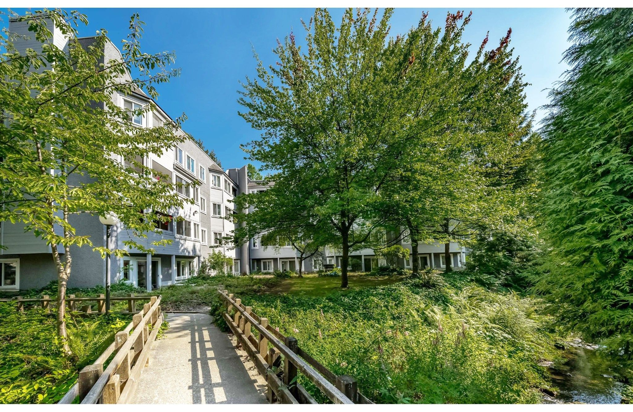 """Main Photo: 111 9880 MANCHESTER Drive in Burnaby: Cariboo Condo for sale in """"Brookside Court"""" (Burnaby North)  : MLS®# R2389725"""