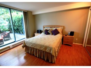 """Photo 4: TH1 1889 ROSSER Avenue in Burnaby: Brentwood Park Townhouse for sale in """"THE BUCHANAN"""" (Burnaby North)  : MLS®# V829881"""
