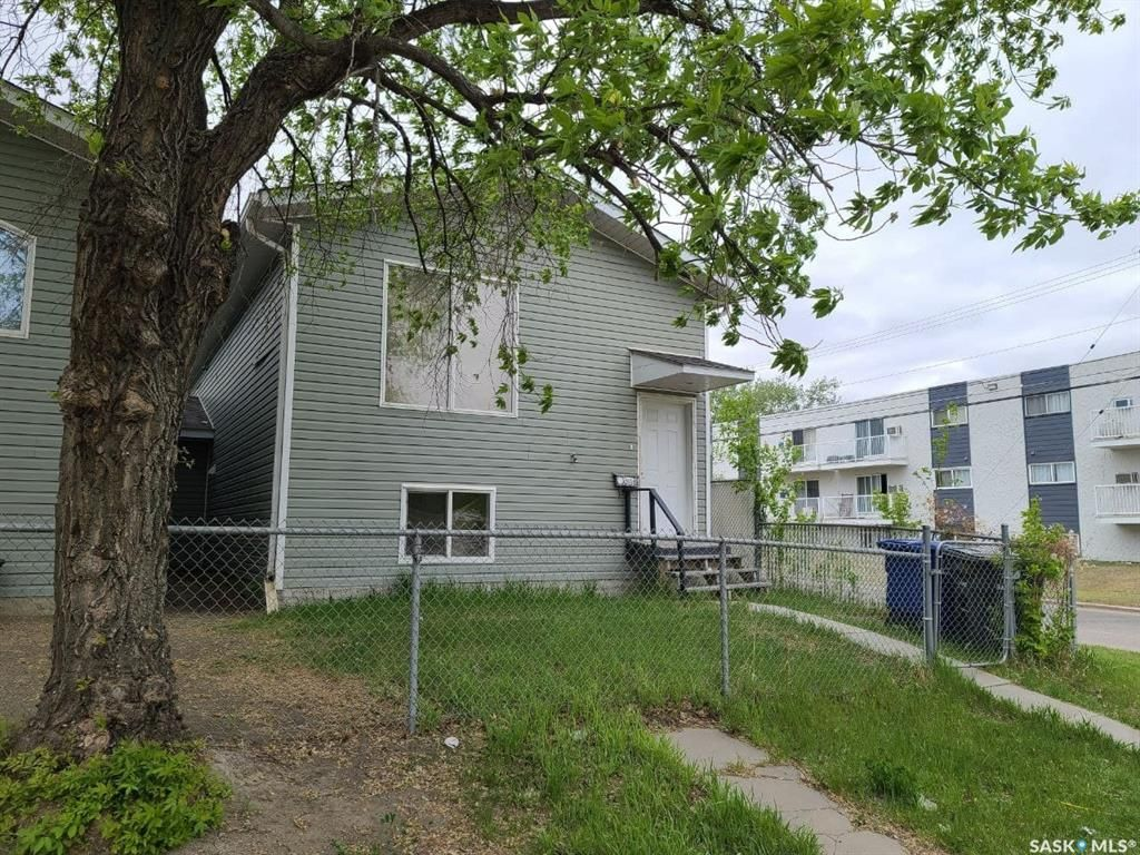 Main Photo: 201 W Avenue South in Saskatoon: Meadowgreen Residential for sale : MLS®# SK855683