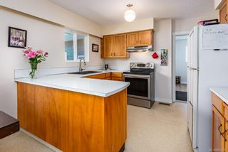 Photo 6: 2045 Beaufort Ave in : CV Comox (Town of) House for sale (Comox Valley)  : MLS®# 884580