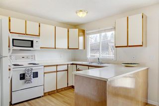 Photo 11: 230 Cedarbrook Bay SW in Calgary: Cedarbrae Semi Detached for sale : MLS®# A1040965