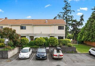 Photo 3: 111 1709 McKenzie Ave in Saanich: SE Mt Tolmie Row/Townhouse for sale (Saanich East)  : MLS®# 883098