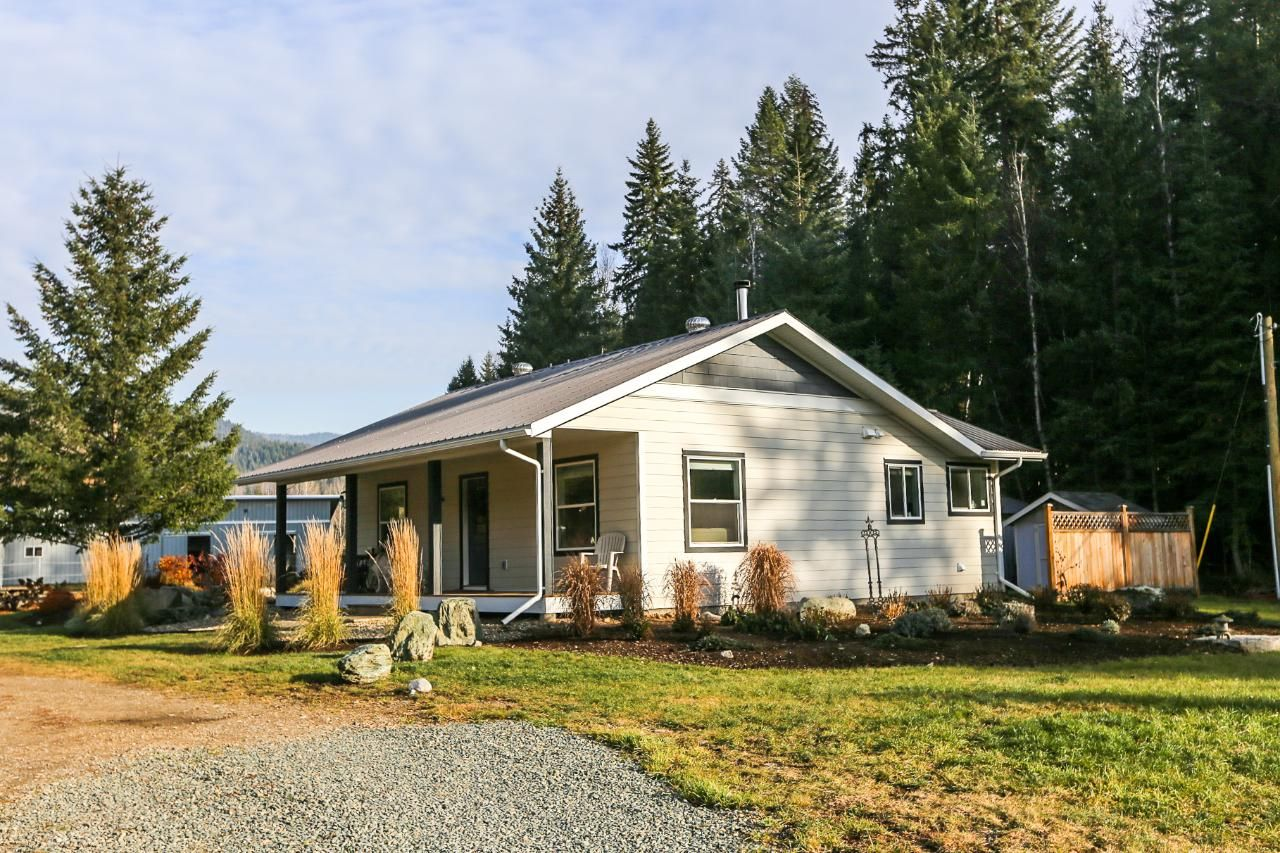 Main Photo: 6088 Creekside Road in Barriere: BA House for sale (NE)  : MLS®# 160641