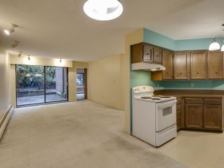 """Photo 6: 111 2320 W 40TH Avenue in Vancouver: Kerrisdale Condo for sale in """"Manor Gardens"""" (Vancouver West)  : MLS®# R2546363"""