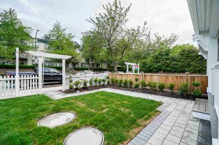 Photo 2: 1267 E 20TH Avenue in Vancouver: Knight 1/2 Duplex for sale (Vancouver East)  : MLS®# R2374305