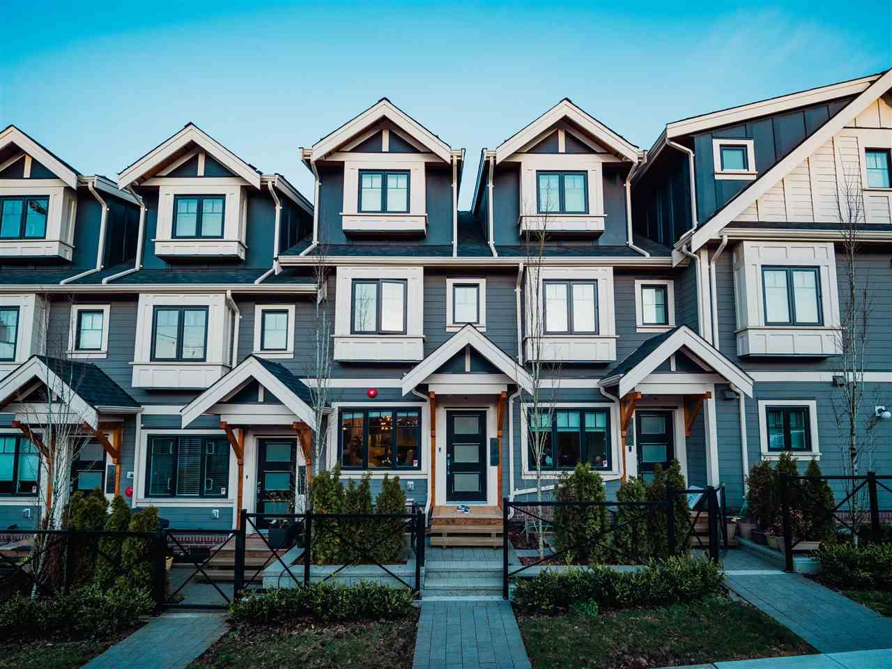 """Main Photo: 2488 ST. CATHERINES Street in Vancouver: Mount Pleasant VE Townhouse for sale in """"Bravo"""" (Vancouver East)  : MLS®# R2443783"""