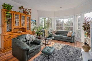 """Photo 5: 406 34101 OLD YALE Road in Abbotsford: Central Abbotsford Condo for sale in """"Yale Terrace"""" : MLS®# R2505072"""