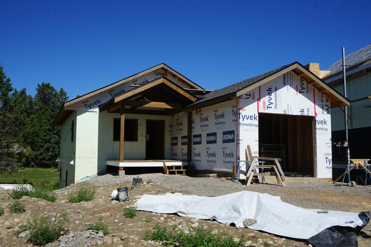 Main Photo: 1444 CANTERBURY CLOSE in Invermere: House for sale : MLS®# 2460788