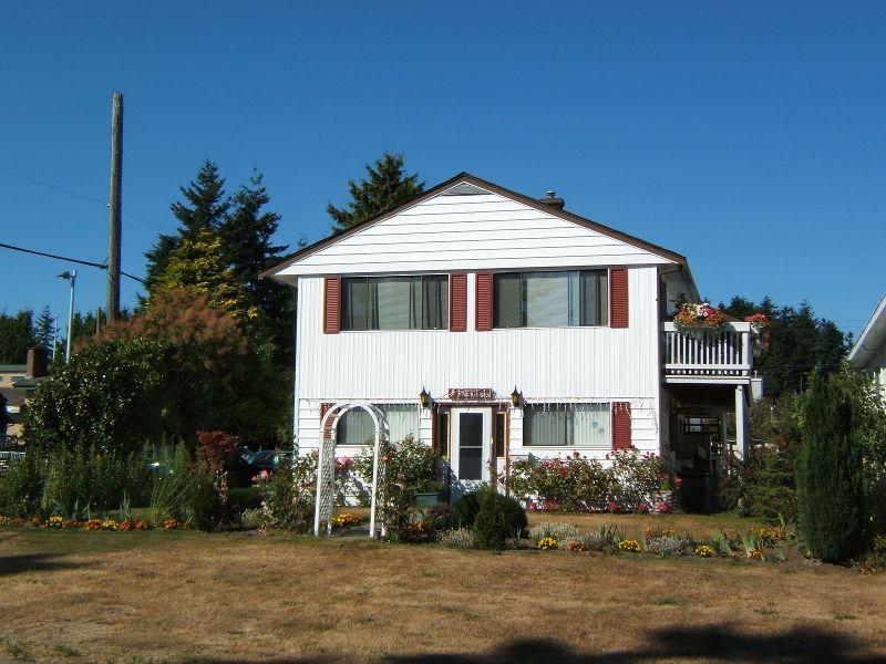 Main Photo: 15409 Royal Avenue: White Rock House for sale (South Surrey White Rock)  : MLS®# F2518190