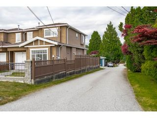 Photo 2: 7522 1ST Street in Burnaby: East Burnaby 1/2 Duplex for sale (Burnaby East)  : MLS®# R2381527
