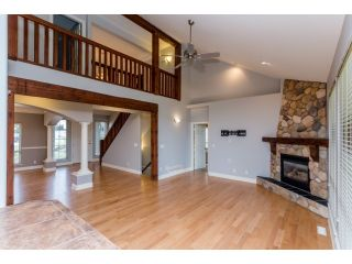 Photo 9: 18678 53A AVENUE in Cloverdale: Cloverdale BC House for sale ()  : MLS®# R2028756