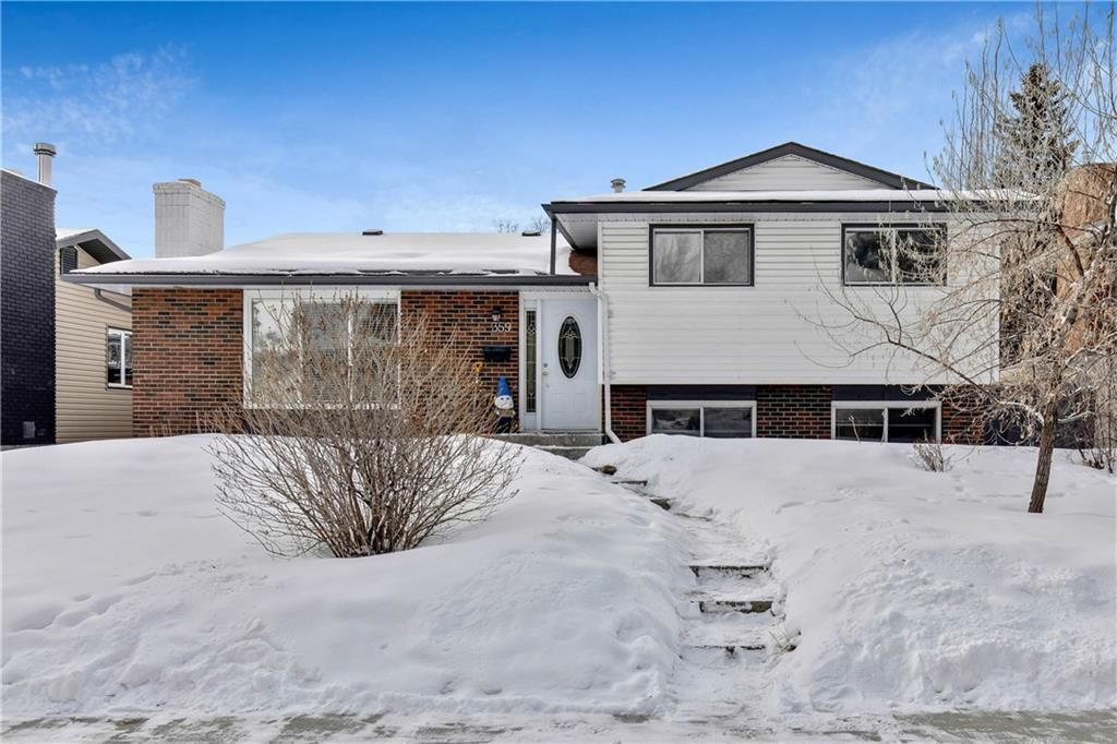 Main Photo: 359 Queen Charlotte RD SE in Calgary: Queensland RES for sale : MLS®# C4287072