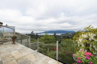 "Photo 17: 5296 MEADFEILD Road in West Vancouver: Upper Caulfeild Condo for sale in ""Sahalee"" : MLS®# R2574585"