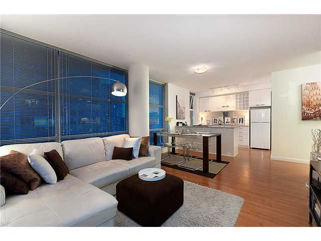 """Photo 3: Photos: # 706 111 W GEORGIA ST in Vancouver: Downtown VW Condo for sale in """"111 WEST GEORGIA"""" (Vancouver West)  : MLS®# V911690"""