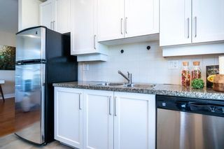 """Photo 15: 613 2655 CRANBERRY Drive in Vancouver: Kitsilano Condo for sale in """"NEW YORKER"""" (Vancouver West)  : MLS®# R2581568"""