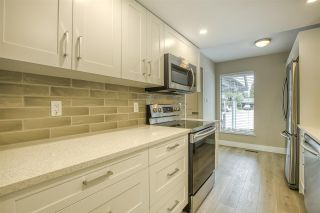"""Photo 10: 15879 ALDER Place in Surrey: King George Corridor Townhouse for sale in """"ALDERWOOD"""" (South Surrey White Rock)  : MLS®# R2471622"""