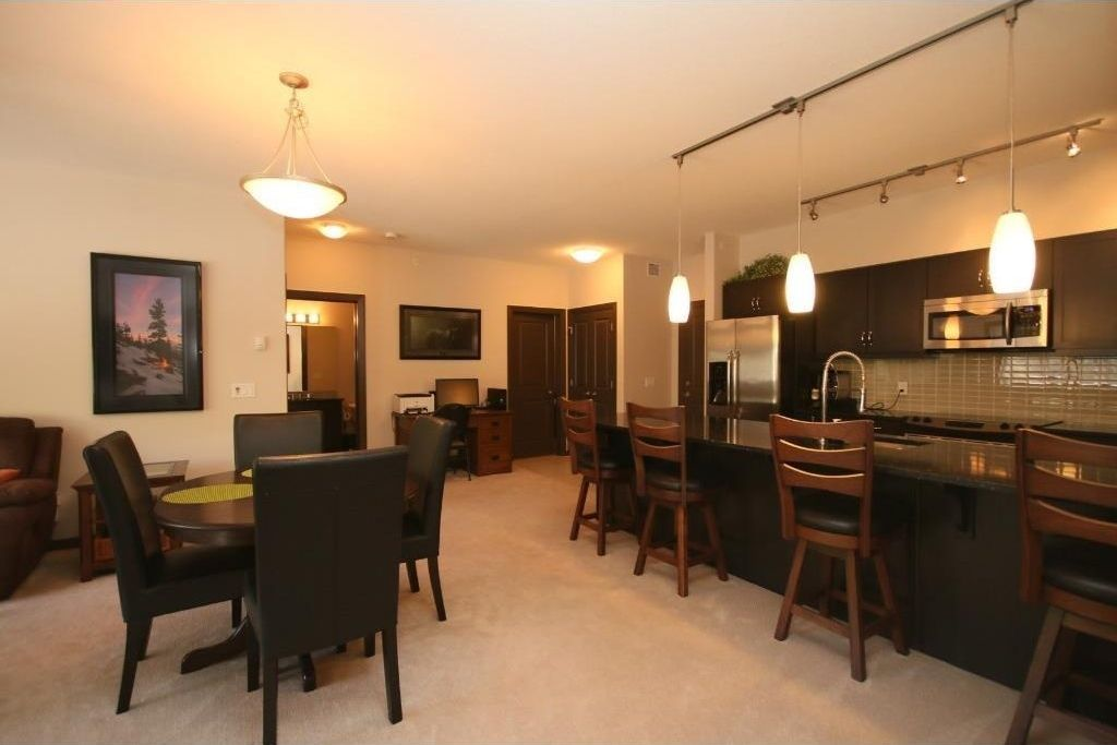 Main Photo: 411 103 VALLEY RIDGE Manor NW in Calgary: Valley Ridge Condo for sale : MLS®# C4108902