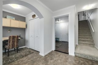 """Photo 2: 35 11067 BARNSTON VIEW Road in Pitt Meadows: South Meadows Townhouse for sale in """"COHO"""" : MLS®# R2344375"""