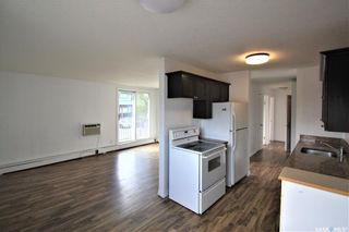 Photo 3: 8 176 Acadia Court in Saskatoon: West College Park Residential for sale : MLS®# SK826110
